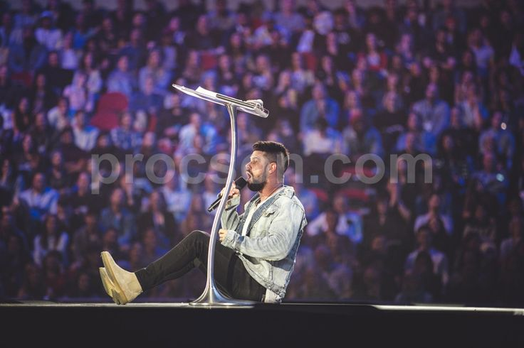 An amazing shot captured by the Hillsong Conference Instgram team of Steven Furtick using the Arc3 modern lectern. New from Procson Pulpits.