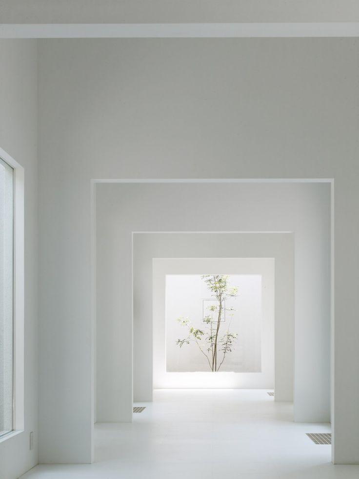 Chiyodanomori Dental Clinic / Hironaka Ogawa & Associates #White #Minimal #Interior