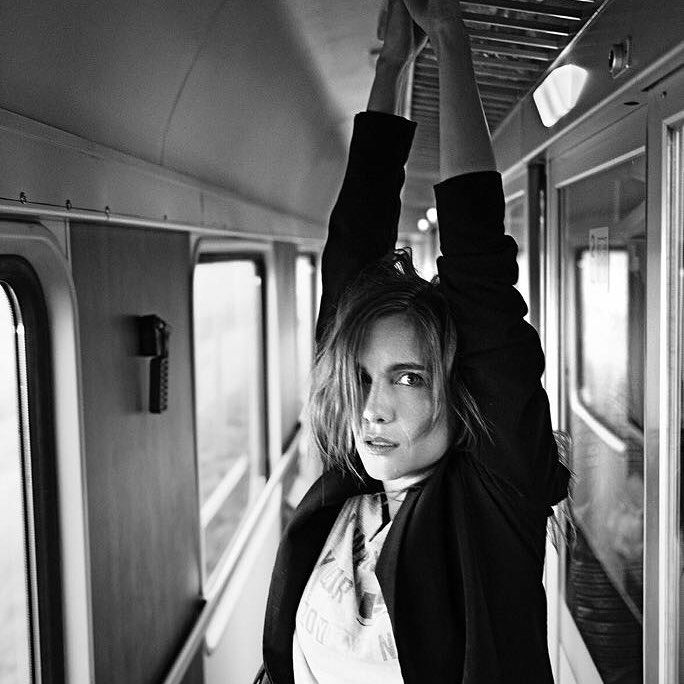 On my way home from a shooting I met my friend Ondrej on a train!And guess what we were doing?No coffee no talking just photoshooting!That is what happen when your friend is a great photographer❤😘❤#train #trip #tired #actress #goinghome #blackandwhite #photoshooting #actress #hanavagnerova #friend #crazy #love @ondrejpycha_photography