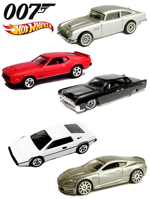 Para comemorar o vigésimo quarto filme da franquia James Bond, a Hot Wheel lançou um set especial com carrinhos escala 1:64. O set James Bond 007 Collection Hot Wheels 2015 Exclusive vem com 5 carrinhos de metal fundido die-cast retirados de 5 filmes diferentes da franquia James Bond: Aston Martin DBS (Casino Royale), '71 Mustang…