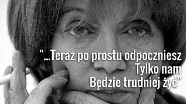 Ostatnie pożegnanie Marii Czubaszek. Przyjaciele, artyści, muzycy przynieśli bukiety kwiatów, papierosy i parówki