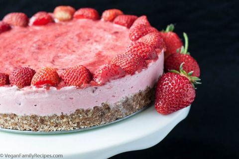 Strawberry_Ice_Cream_Cake-19