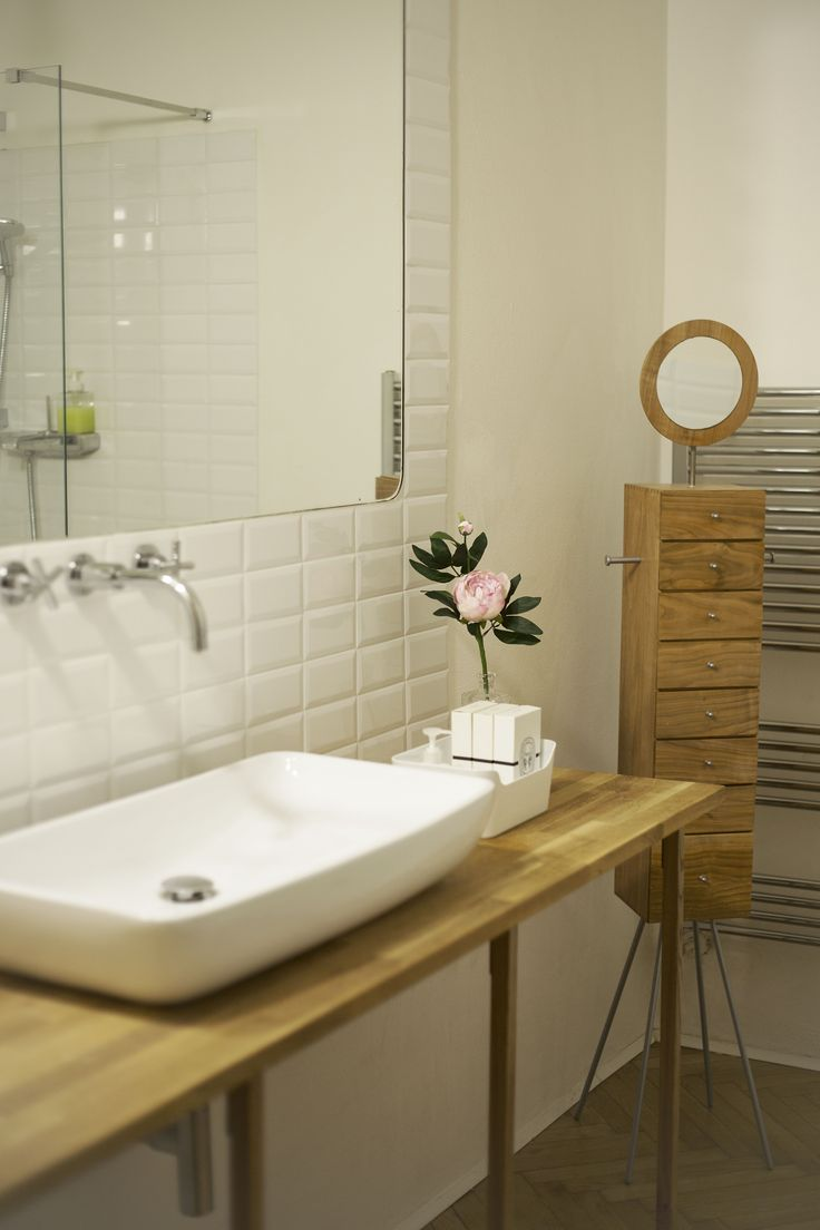 Bathroom with Panna furniture (designer: Katsushi Nagumo) (Shilla Mantovani set stylist, photo: Michela Nale)