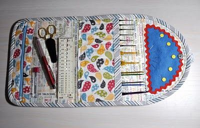 Crochet Clutch - What a great design! All the hooks are upright so no falling out, plus pockets and such. I might want to make one of these.: Quilts Bags, Crochet Bags, Crochet Clutchtutori, Moda Baking, Baking Shops, Baking Crochet Hooks, Crochet Clutches Tutorials, Crochet Cases To Sewing, Crochet Hooks Cases
