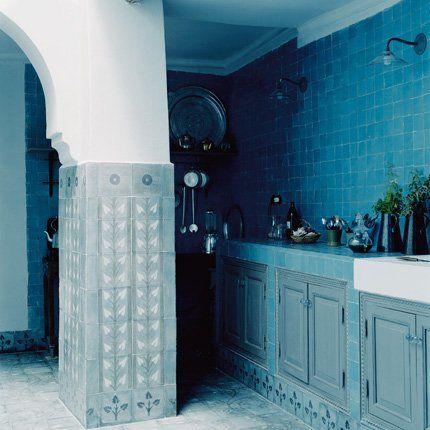 Maison couleur de ciels au Maroc - La cuisine à ciel ouvert - Via Marie Claire Maison