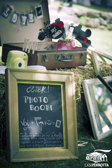 Photo booth, angolo delle foto per matrimonio sul prato