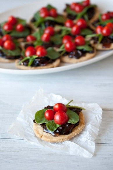 the prettiest twist on the blt we've ever seen: mini tarts with bacon jam (yum!), arugula & grape tomatoes
