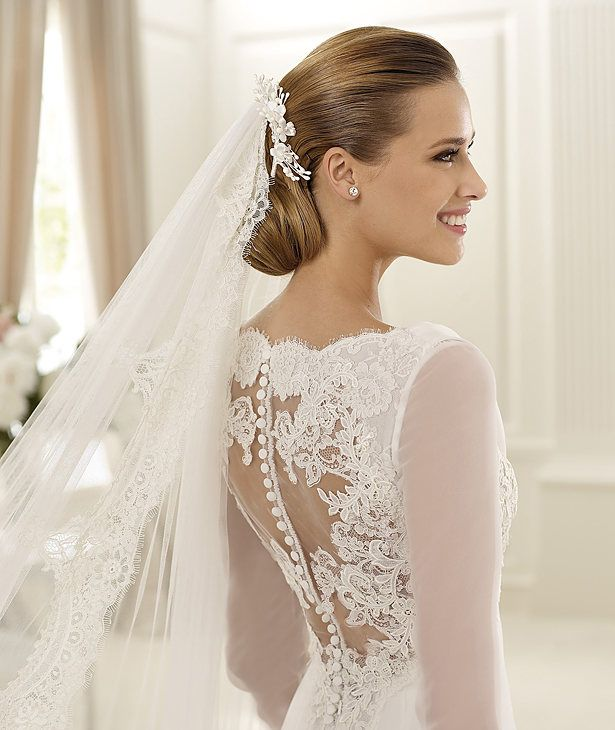 Charming A-line Long Sleeve Buttons Lace Sweep/Brush Train Chiffon Wedding Dresses :