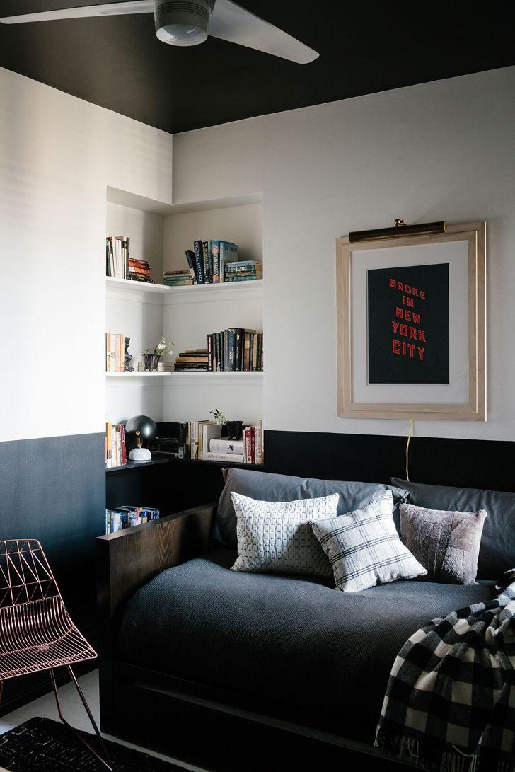 Черно-белый интерьер холостяцкой квартиры в Бруклине