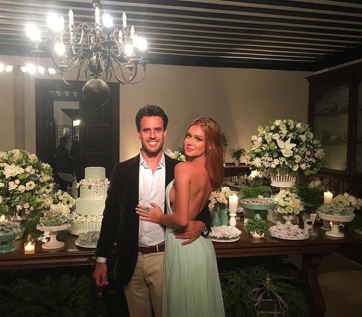 Marina Ruy Barbosa aposta em vestido sem costas para casamento