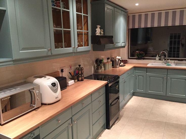 Kitchen units regenerated using Farrow & Ball (Oval Room Blue paint