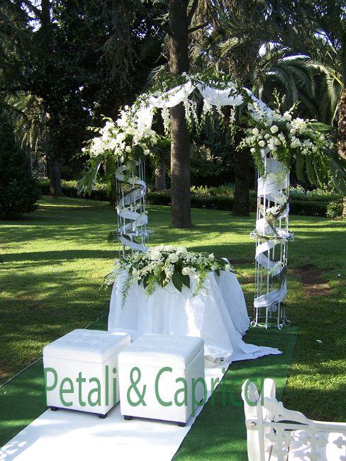 Struttura cilindrica per le basi dell'arco di nozze.