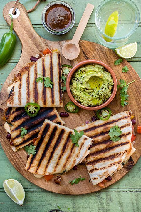 INGRÉDIENTS PAR SAPUTO | En panne d'inspirations pour le souper de ce soir? Nous avons une idée simple et rapide pour vous : quesadillas au poulet BBQ, légumes grillés et fromage Monterey Jack Saputo.