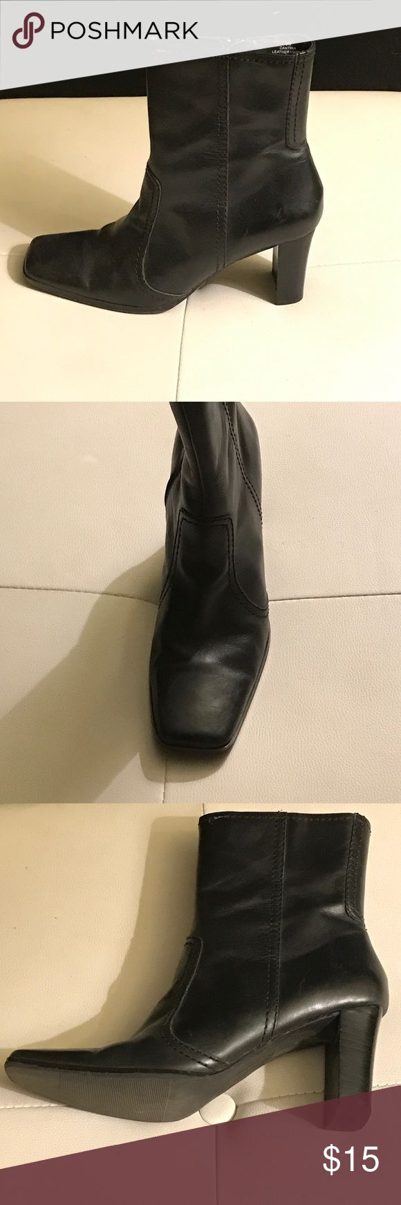 👠Hillard & Hanson Boots👠 These are in excellent condition, Black Faux Leather Short Ankle Boots. They have side zipper and wood heel. Hillard & Hanson Shoes Ankle Boots & Booties