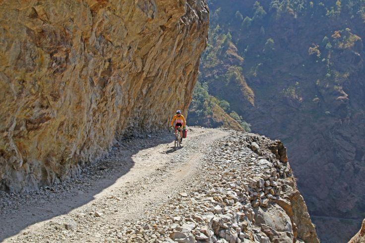 Kolejna rowerowa eskapada United Cyclists, tym razem już z bezpośrednim udziałem ekipy Kreidlera. Główny cel wyprawy - pokonanie na dwóch kółkach sławnej trasy Annapurna Circuit.
