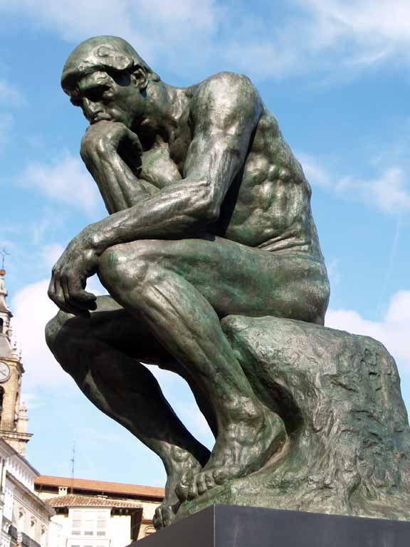 """""""El Pensador"""" una de las mas conocidas obras hecha de bronce este monumento esta hecho para """"representar"""" un hecho mitológico."""