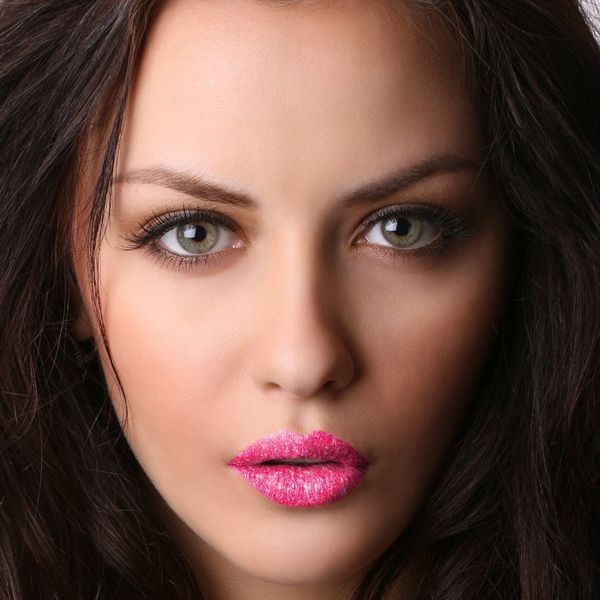 Lip tattoo. De mond en lippen vormen een opvallend middelpunt in het ...