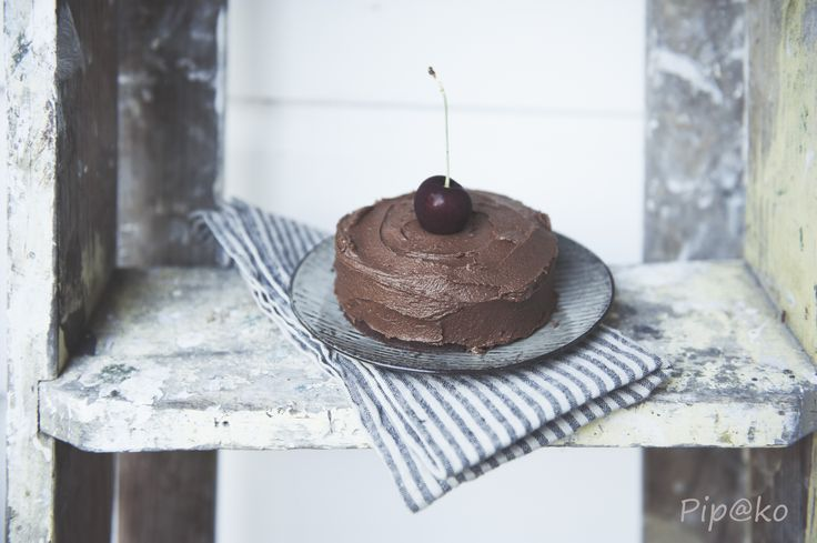 Samm's Vegan chocolate cake, simply divine ! seen here with Hale Mercantile napkins and Broste Copenhagen dessert plate.   #chocolatecakeore.co.nz #brostecopenhagen #dessertplate #chocolatecake #newzealandhomeware