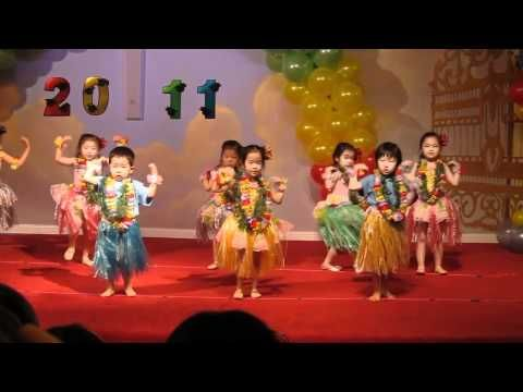 Sarah hula dances at her pre-school's graduation ceremony - YouTube