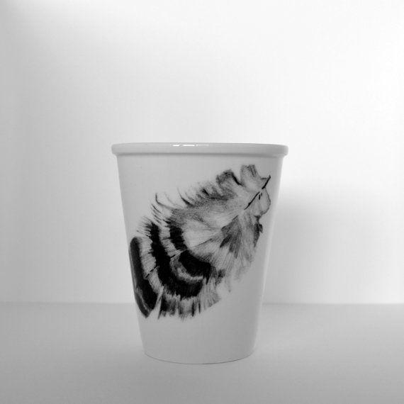 Porseleinen beker met een veertje van Cebine op Etsy, $19.60