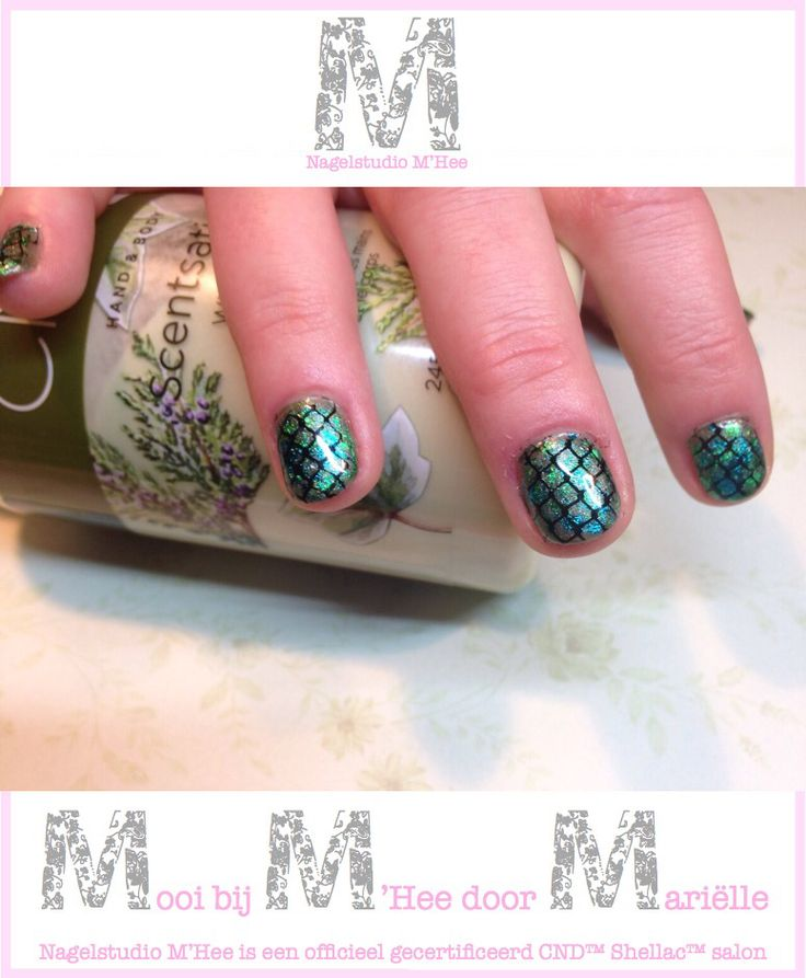 M'Hee CND™ SHELLAC™ brand 14+ day nail color Frosted Glen met folies en stempels