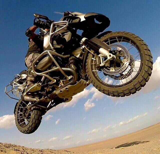 BMW R1200 GS Adventure... mid flight... awesome shot