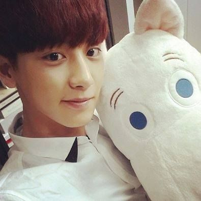 140613 Chanyeol IG Update♥ ( Took a selca with Ppungpungi while no one is home! Who's Ppungpungi's dongsaeng? )