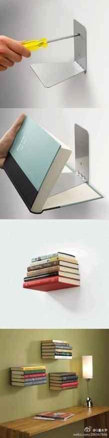 Buchstützen als schwebende Bücherregale