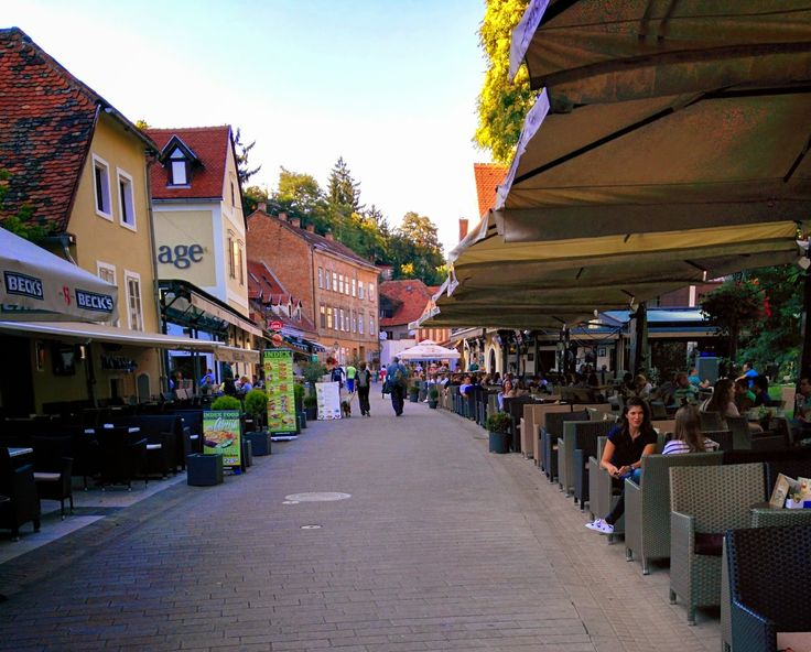 Ulica Ivana Tkalčića, è la via dei ristoranti e baretti. Molto bella e sempre in movimento!