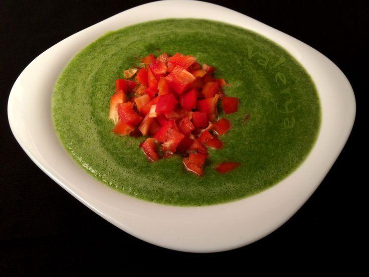 raw food . Sopa crema verde corazón de morrón . link a la receta ♡ https://www.facebook.com/media/set/?set=a.10152823976821496.1073742035.587831495&type=1&l=82ee9b83bc