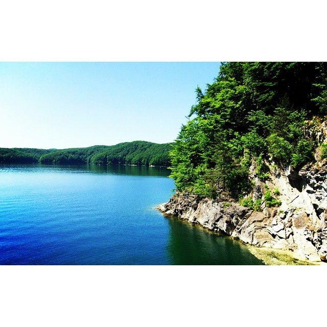 #jezioro #lake #solina#skała#lubiepolske #bieszczady #podkarpacie #nature #naturelovers #landscape #view #blue #sky #water#weekend#sunny#photoshoot #instanature#Poland