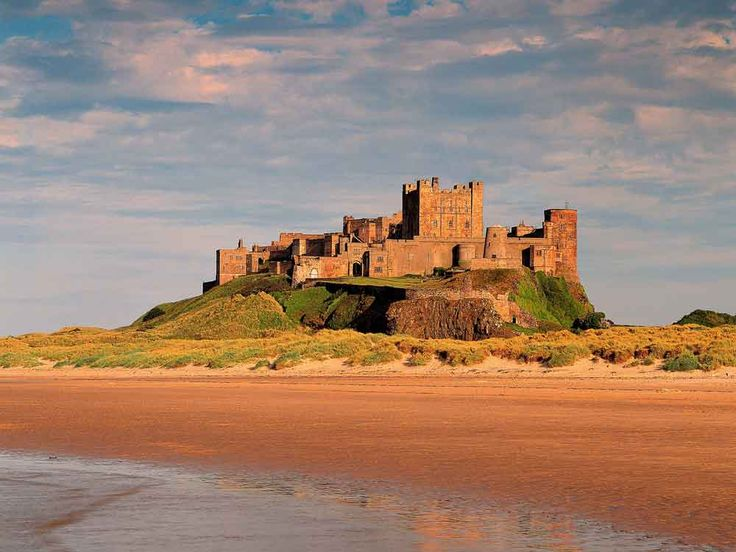 Image from http://www.outdooradventureguide.co.uk/wp-content/uploads/2012/06/Bamburgh-castle.jpg.