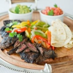 Marinaded grilled flank steak with guacamole, salsa, and warm tortillas: Food Recipes, Flank Steak, Appetizer Recipes, Food Food, Grilled Steak, Food Cooking, Favorite Recipes