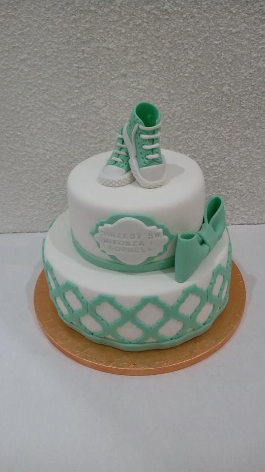 Tort na chrzciny w miętowym kolorze z bucikami