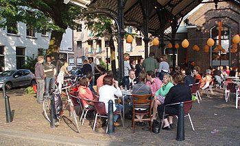 Pizzeria Otto e Mezzo aan de Vismarkt Dordrecht