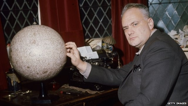 10/12/2012 BBC News - Sir Patrick Moore, astronomer and broadcaster, dies aged 89