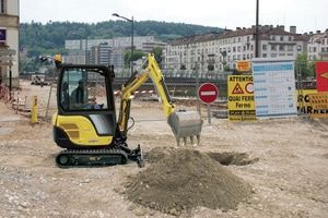 SV18 mini digger for digging and excavating. For more information: http://www.fresh-group.com/mini-diggers.html