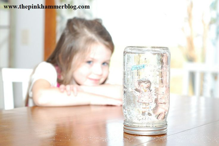 Create your own snow globe | DIY Christmas craft. | The Pink Hammer Blog
