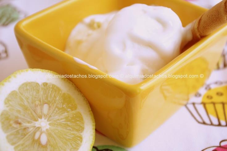 Lemon and buttermilk ice cream / Gelado de limão e buttermilk