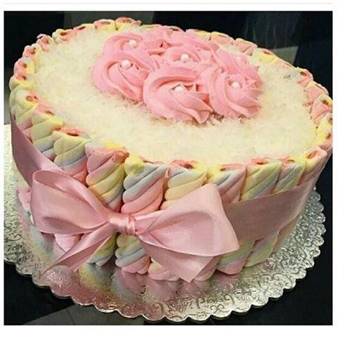 Cercadinho de marshmallow deixou o bolo uma graça e fácil de fazer  #bolo #aniversario #namoro ...