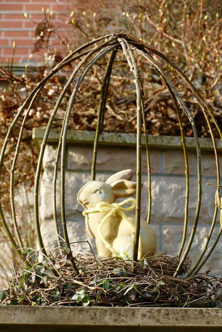 Terrakottahase im Weidenei - eine Dekoidee, gefunden bei Karin Urban / doyowesi.de