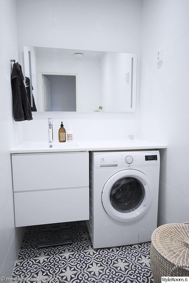 wc,kylpyhuone,valkoinen sisustus,marokko,marokkolainen,marrakech design,remontti,remontointi. Lattiassa Marrakech Designin Voltaire-laatta. Allastaso Nordstockin Hi-macs kivikomposiitti-taso.