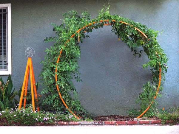 Tomato Garden Ideas tired of wimpy tomato cages check out these homemade tomato trellis ideas that are wind Gracie Modern Arbor Akoris Garden Tuteur Supporting Climbing Cherry Tomatoes Terra Trellis Blog