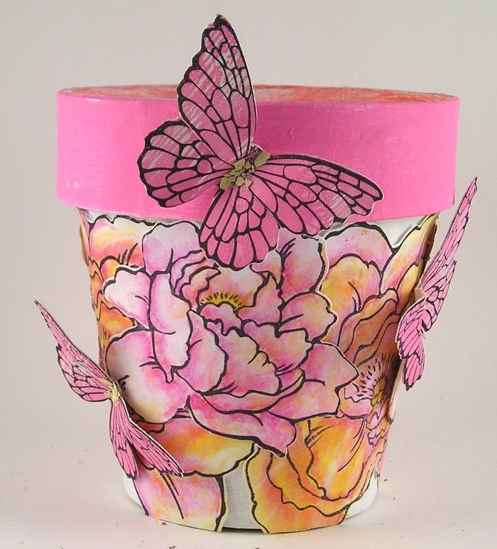 Suzz's Stamping Spot: Flower Pot for #DecoArt and #Stampendous blog hop!
