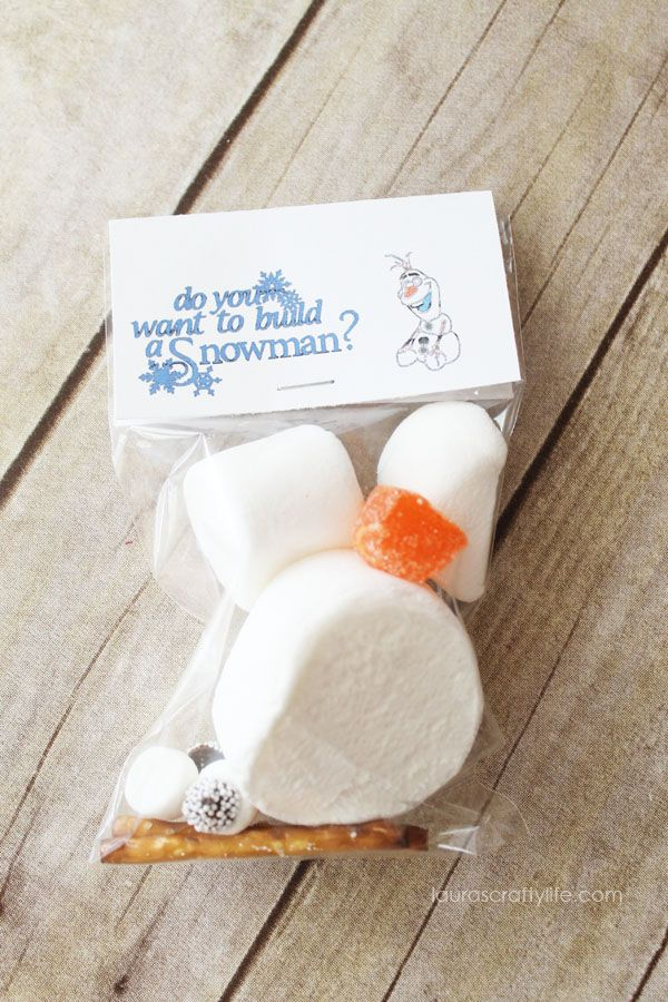 Disney Frozen Treat Bags. Create a cute snowman treat bag using your Cricut Explore print then cut feature. A delicious treat to give out at your Frozen party.