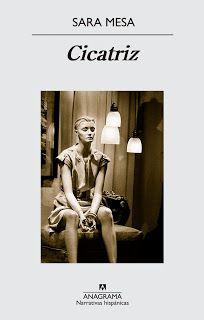 Escribir ficción puede compararse, en cierto sentido, con administrar una fortuna, decía Edith Wharton. De manera que tanto el ahorro, como el gasto, deben tener un papel en ese ejercicio, consistente en extraer de cualquier tema cada gota de significado de su contenido. En este sentido, Sara Mesa(M