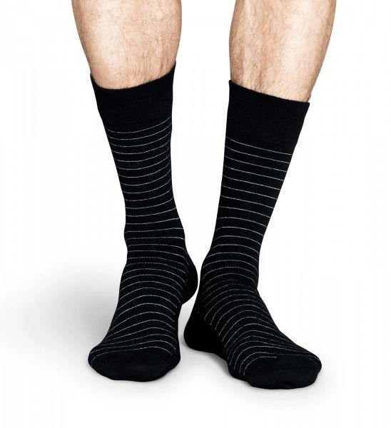 Trots den klassiska, svarta bakgrunden är dessa Thin Stripe Socks allt annat än alldagliga. Utsökta mönster med flerfärgade linjer som slingrar sig runt benet för ett tidlöst mode. Tillverkade av kvalitativ kammad bomull ger Thin Stripe Socks garanterat stil åt både män och kvinnors garderober.