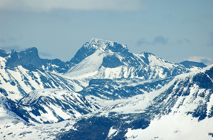 Jotunheimen in Norway with Scandinavia and North Europe's highest mountain in the middle Galdhøpiggen (File:GaldhøpiggenFromFannaråki.jpg)