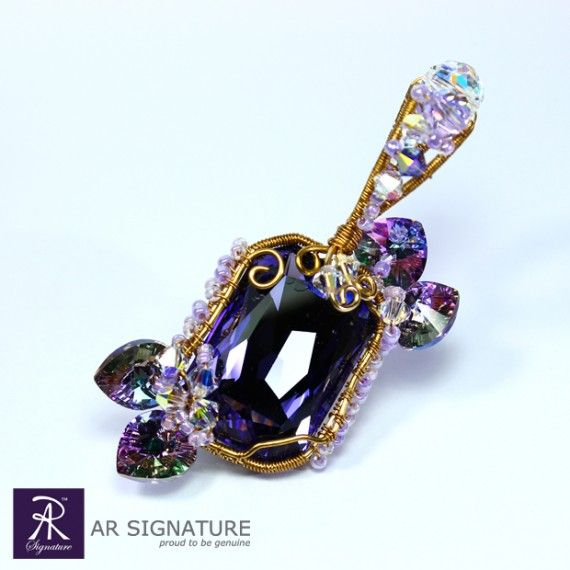 Princess Lantana Pendant - Refreshing look yet elegant pendant from AR Signature. Fully Handmade with Genuine Swarovski Crystal and Gold Plated wire from Germany, also Japanese's Glass beads.