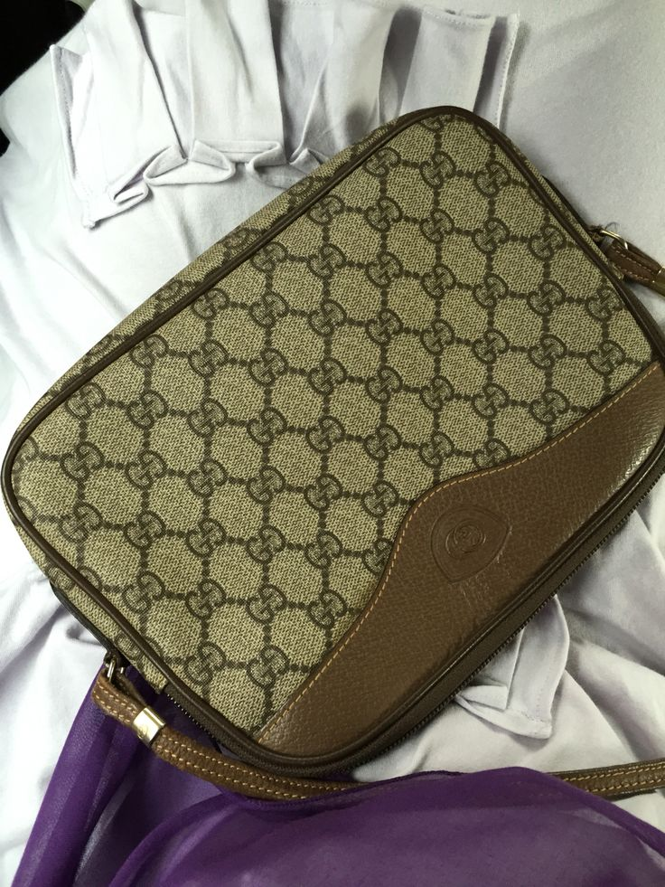 Classic gucci sling bag.. 20 years old bag 😍